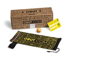 Le kit prêt à pétanquer contient un jeu de 3 boules Dual, un cochonnet, une housse de rangement Obut et une carte de garantie.