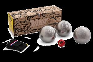 Kit prêt à pétanquer : 1 jeu de 3 boules Astérix n°1, un but Astérix et une housse de rangement.